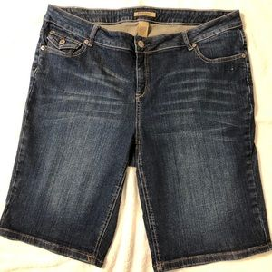 Ruff Hewn denim shorts. Size 16w, 11 inch long.